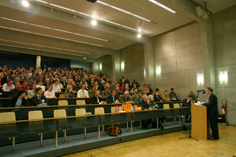 Prix à l'innovation 2003 du canton de Fribourg: Ce soir, lors de la cérémonie de remise du Prix à l'innovation. © Photo Romano P. Riedo